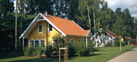 Skandinavische Holzhäuser im Müritzparadies.