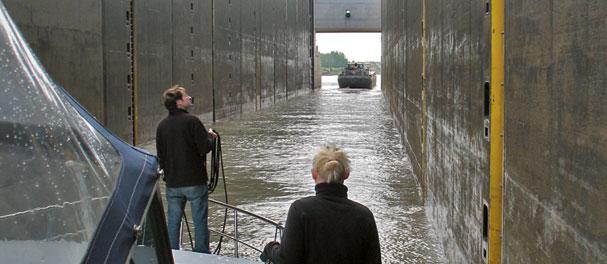 Einmal durch die Riesenschleuse zum Mittellandkanal.