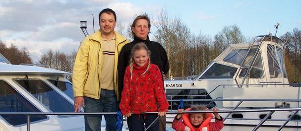 Nach einer gelungenen Woche auf dem Hausboot ist Familie Wittig zufrieden im Heimathafen in Buchholz angekommen.