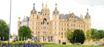 Das Schloss ist Sitz des Landtages von Mecklenburg.Vorpommern und beherbergt auf drei Etagen das Schlossmuseum. © Klaus Plüschke