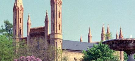 Die neogotische Schlosskirche gilt als Meisterwerk von Baumeister Friedrich Wilhelm Buttel. © Aliki Nassoufis