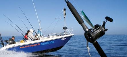 Immer mehr Trollingboote stechen in See - die Angler sind voller Hoffnung auf gute Fänge. Foto: Mathias Fuhrmann