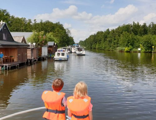 Zwischen Berlin und Müritz: Häfen und Anbieter für den Hausboot-Urlaub
