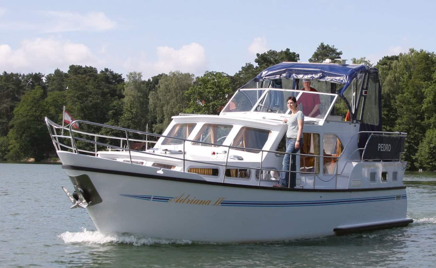 Hausboot auf dem Scharmützelsee bei Bad Saarow © Magazin Seenland