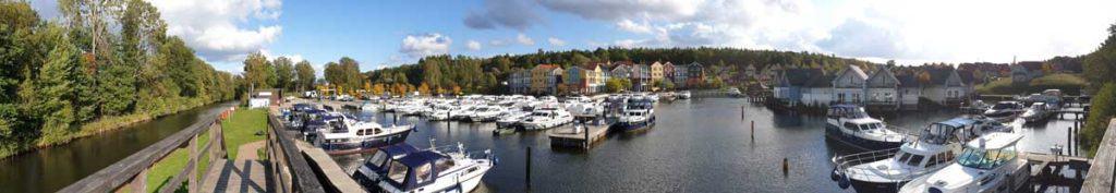 Die Marina Wolfsbruch bietet viele Gastliegeplätze zum Hausboot anlegen