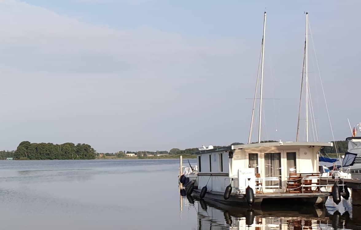 Hausboote sind ein begehrtes Wohnobjekt. Wie versichert man diese.